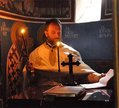 СИЛАТА ШТО МИ ГО ПАРАЛИЗИРА ТЕЛОТО ВО ПОЛУСОН… (На ваши прашања одговара отец Горан Стојчевски)